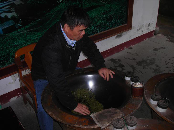 Pan-frying process for the preparation of Lung Ching Tea